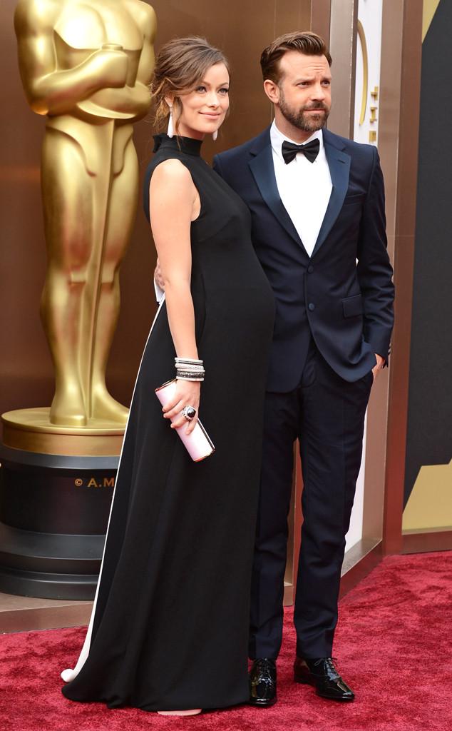 OLIVIA WILDE E JASON SUDEKIS - ela de Valentino e ele de Prada